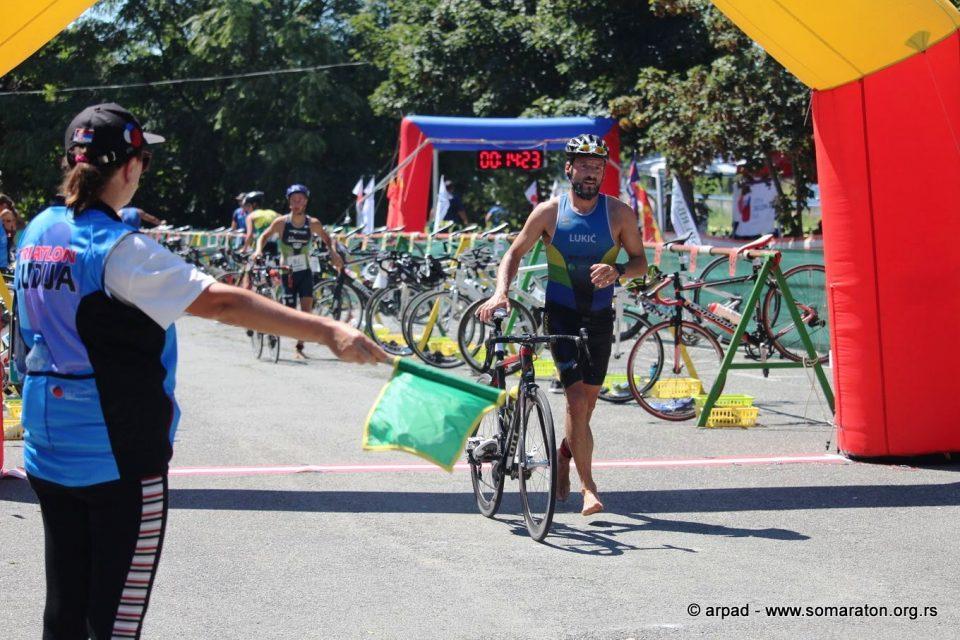 Triatlonci na međunarodnom takmičenju u trci za STU kup